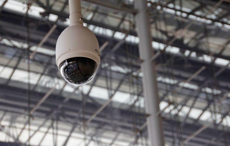Kontrolle ist gut, Vertrauen ist besser? Das gilt am Arbeitsplatz nur bedingt. Videoüberwachung der Mitarbeiter ist nur mit deren ausdrücklicher Zustimmung erlaubt.