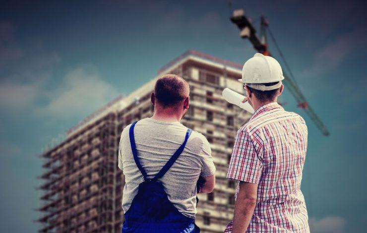 Mitarbeiterunterweisungen sind wichtig, um über mögliche Gefährdungen im Betrieb aufzuklären und Arbeitsunfällen vorzubeugen.